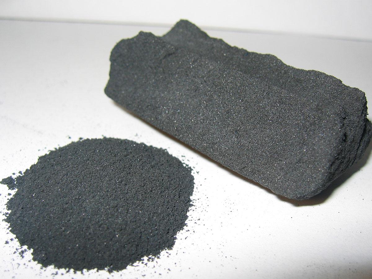carbone attivo solido e in polvere