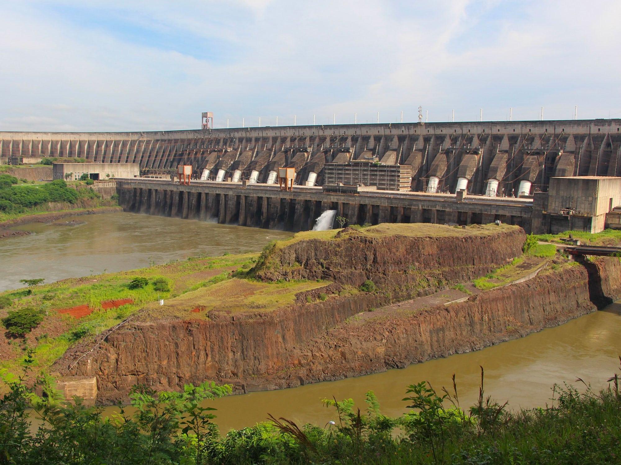 foto di una centrale idroelettrica